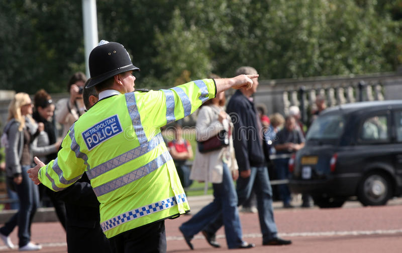 metropolitan-police-officer-giving-directions-tuesday-october-british-helping-out-turist-london-uk-35284050.jpg